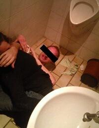Training in einer Toilette